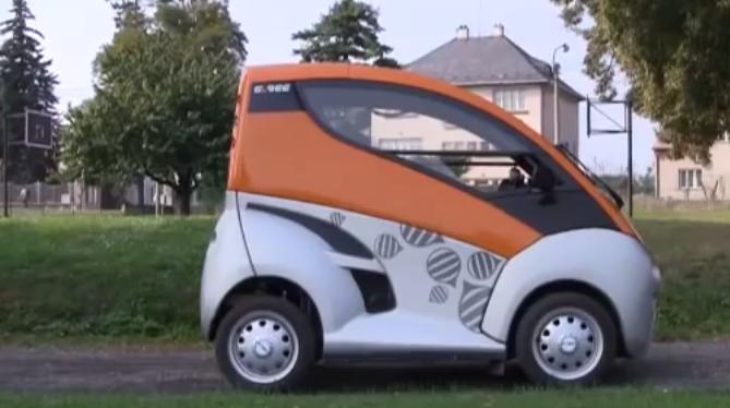Řízení auta na vozíku. Češi vyvinuli unikátní vozidlo pro invalidy