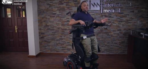 Muž na stojacom invalidnom vozíku